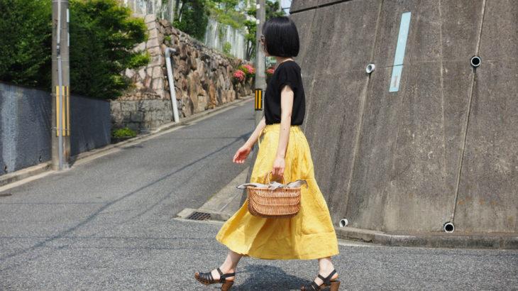 夏の日差しに映える、ふんわりリネンのスカート