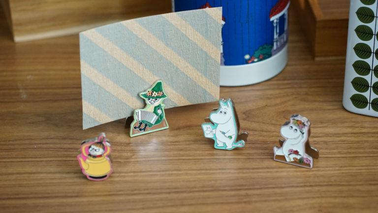 メモやカード、写真を挟んで飾れるムーミン クリップスタンド
