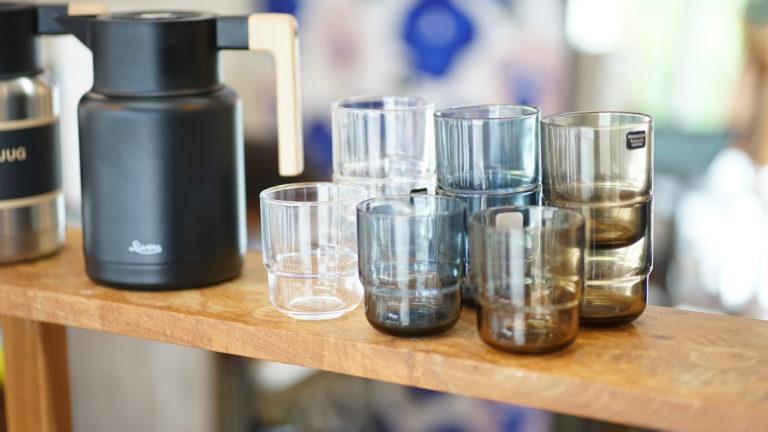 デンマーク語で「空」という意味のグラス。北欧の暮れてゆく空のように、静かに澄み渡ったデザイン、ヒメルスタッキンググラス。