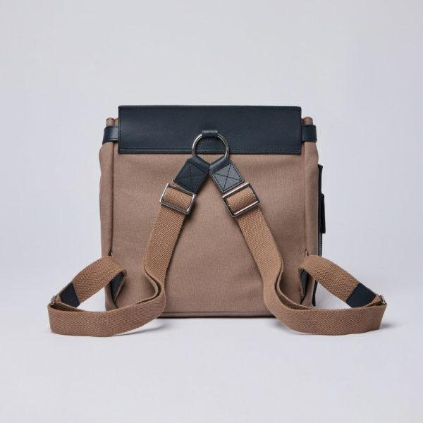 SANDQVIST VILDA W/ DOG HOOK アースブラウン(Earth Brown with Navy Leather)