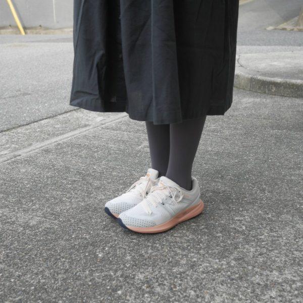 WOMEN'S SYNCHRON グレイシャーグレー/ダスティーコーラル(KARHU カルフ ランニングシューズ)