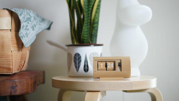 愛らしいフォルムの置き時計、パタパタ式時計TWEMCOのpencoオリジナルモデル。