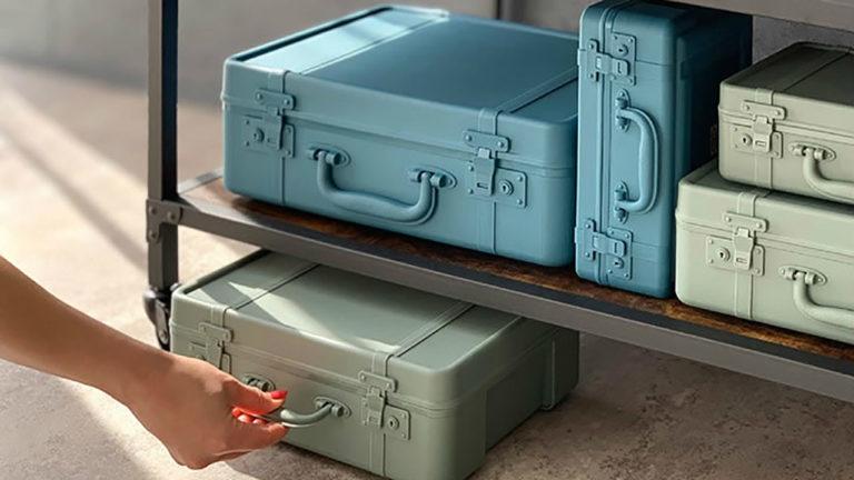 旅のワクワク感を運んでくれる、アンティークトランクを模したデザインが特徴の収納ボックス「トランクストーリー」